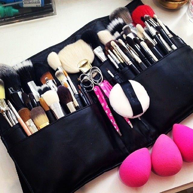 makeupbag:http://makeupbag.tumblr.com/: Makeup Contours, Makeup Artists, Makeup Designori, Makeup Brushes, Makeup Kits, Makeup Beautiful, Dolls Up Makeup, Contours Makeup, Makeup Products