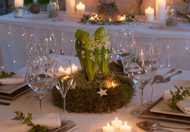centre de table naturel avec mousse et jacinthes idees deco noel pinterest mousse no l. Black Bedroom Furniture Sets. Home Design Ideas