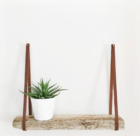 Leather Strap Shelf // Wall Shelf // Driftwood par IronandTides