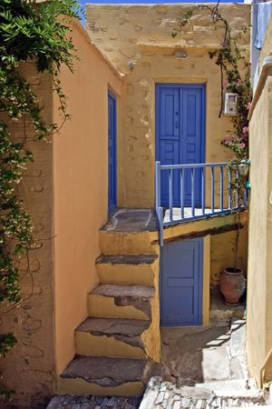 Ano Syros | this medieval town has a distinct and multicultural atmosphere