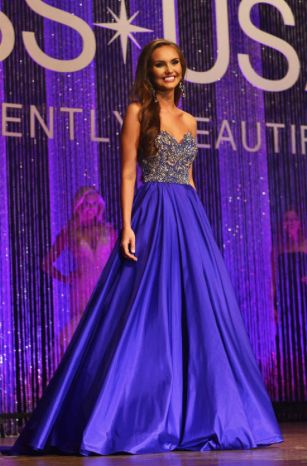 Miss Iowa Teen USA 2016 Evening Gown: HIT or MISS | Hannah Bockhaus is as elegant as it gets in a classic teen silhouette and flawless color choice. She took home the title of Miss Iowa Teen USA 2016.  See more: http://thepageantplanet.com/miss-iowa-teen-usa-2016-evening-gown/