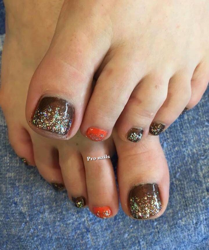 Fall toe nail art