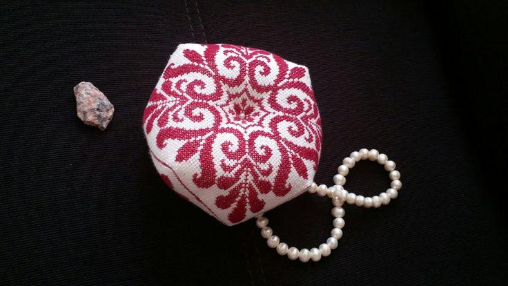 Бискорню#бискорню #biscornu#handmade #хобби #подарки #подаркидлялюбимых # вседлядуши#вышивкакрестом#мулине #подаркидлялюбимых #вседлядома #хендмейд #handmade