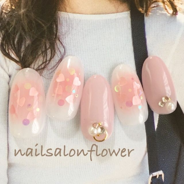 チークネイル♡ instagram→flower.idogaya #チーク #ハート #オフィス #デート #オールシーズン #女子会 #ピンク #ジェルネイル #ホワイト #ハンド #ミディアム #チップ #flower_yuki #ネイルブック