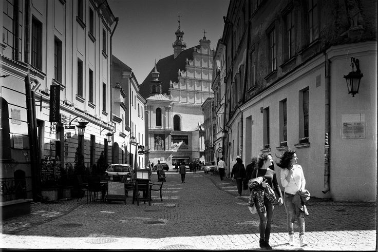https://flic.kr/p/GTAZ6v | Old Town Walks | Old Town Lublin, Poland, April 2016.  Minolta AL, Rokkor 45mm F2.0, Ilford PAN 400  More at urban.photos