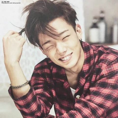 Although many people posted this photo but i find this rly cute and his wink omg #Bobby #Ikon