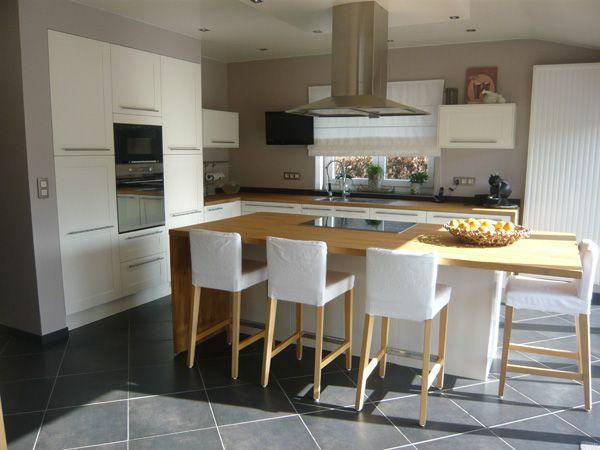 Simple modern white kitchen