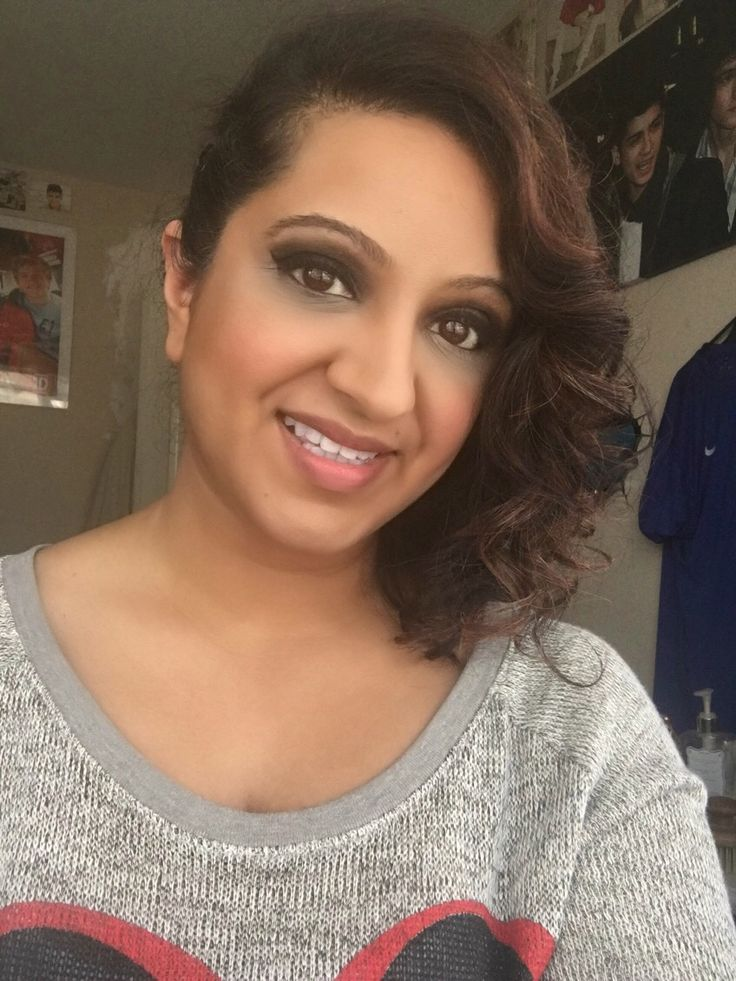 Make up done using Urban Decay Naked Pallet and Vice 2 pallet. Hair curled with Babyliss Pro Curler