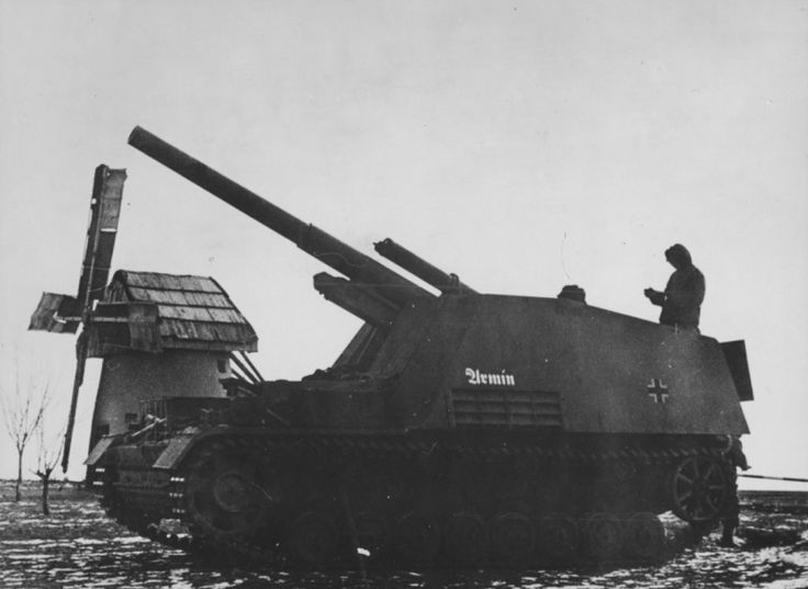 Немецкая 150-мм самоходная полевая гаубица «Хуммель» на огневой позиции