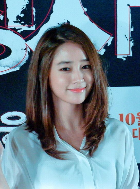 Lee Min Jung (born: February 16, 1982, Seoul, South Korea) is a South Korean actress and model. She began her career in stage plays and for a few years appeared in supporting roles such as Boys Over Flowers (2009). She rose to fame with Smile, You (2009) and Big (2012). She also acted in Love and Sympathy (2005 ), Love Me When You Can (2006) , Kimcheed Radish Cubes (2007), Who Are You ? (2008), Lunch Box (2010), Midas (2011), All About My Romance (2013) and Single Lady (2014).