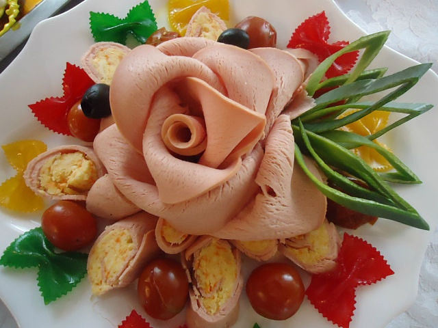 Sliced meat rose
