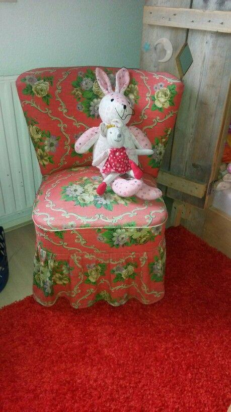 #watdoetvanessanu girlsroom Marissa haar slaapkamer rood vintage chair steigerhout bed meisjes kamer huis decoratie decoration