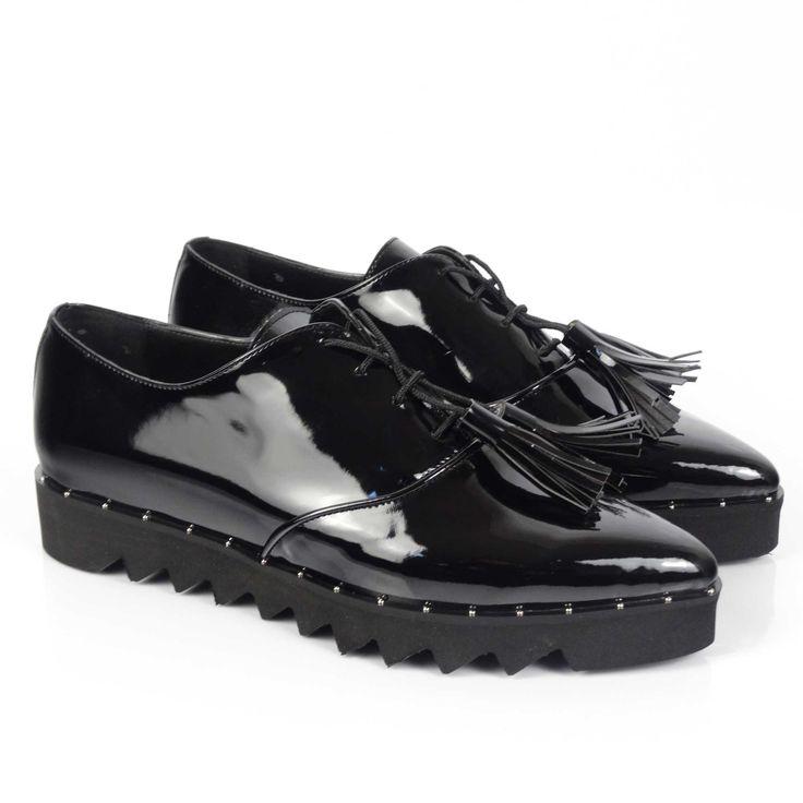 Pantofii de damă Mineli Aqua Black realizați din piele naturală lăcuită de culoare neagră, suntideali în completarea unei ținute monocromatice, dând o notă de eleganțăoricarei ținute. Preluați din garderoba masculină, pantofii oxford facilitează tranziția de la iarnă la vară și…