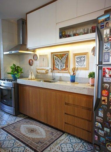 Apartamento de 84 m² mescla modernismo de Brasília com alegria do RJ