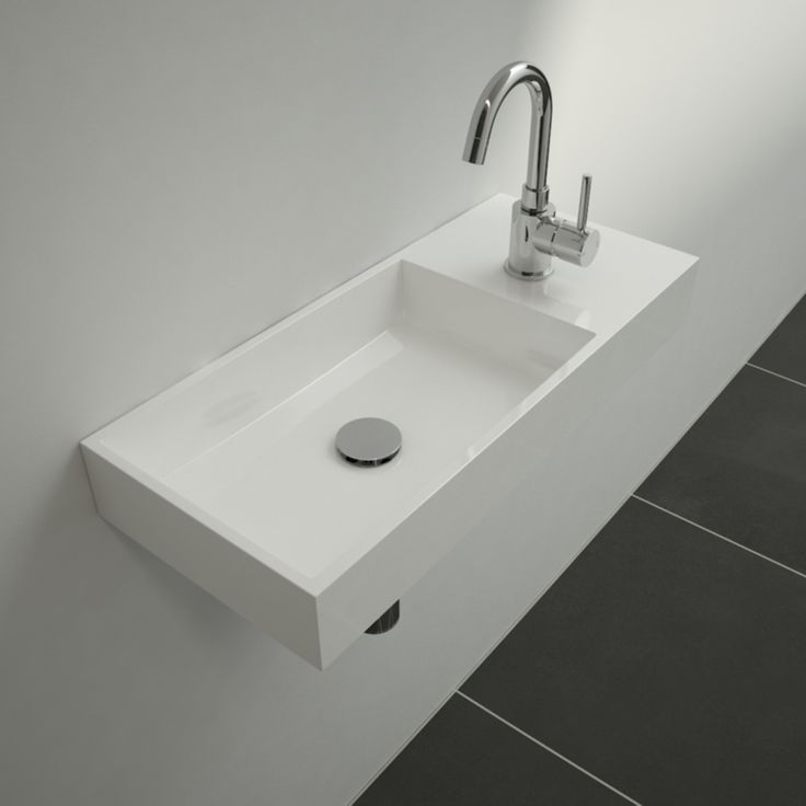 Clou - This 'Mini Wash Me' wash-hand basin  right version has a width of 45 cm. The wash-hand basin is made of white ceramics.