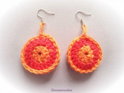 Gehaakte oorbellen combi rood/oranje.  Crochet earrings combi red/orange.  www.droomcreaties.nl