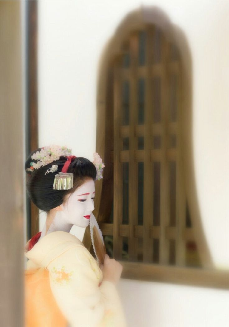 Maiko. Her name is Katsuna. #japan #kyoto #geiko #geisha #maiko #japanese culture