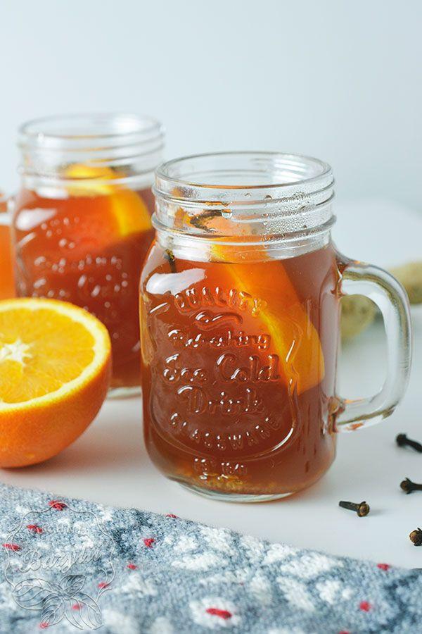 Tak, to jest ten czas, aby ją zrobić! Herbata zimowa z imbirem rozgrzeje Was w te zimne wieczory. Nie dość, że smaczna to dzięki swoim dodatkom - zdrowa.