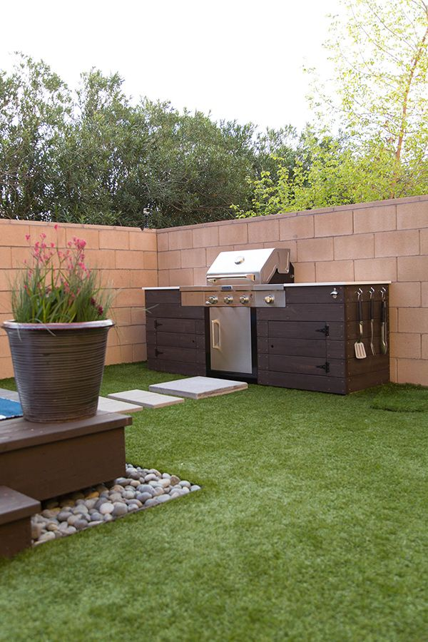 Diy outdoor kitchen outdoor kitchens and outdoor kitchen for Backyard kitchen designs photos