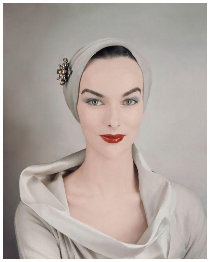 Victoria von Hagen - Photo Erwin Blumenfeld PST