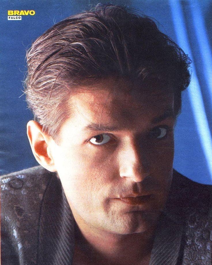 Arum Kann Ich Nicht So Gut Aussehen Falco Hansholzel 80s Johannholzel Wien Osterreich Derkommissar Jeanny Rockmea 80s Music Music Link Johnny Depp