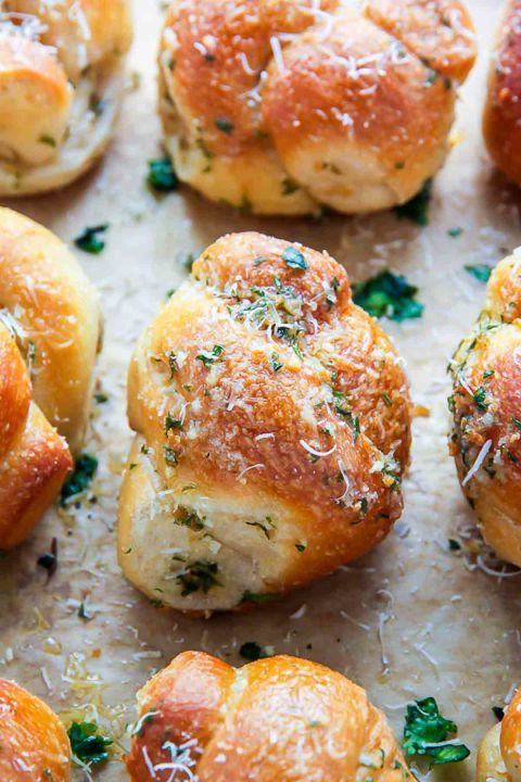 Garlic Knots: You can never go wrong with homemade garlic knots! Click through to discover more easy and unique Easter dinner ideas that all families will love.
