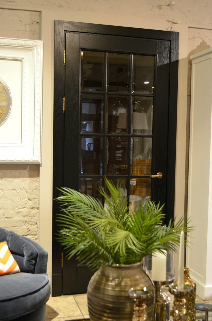 Наш реализованный проект: комплексное оформление столярными изделиями IDC Collection квартиры в Алтуфьево, где разработкой дизайн-проекта занималась студия Марины Поклонцевой. Особенно хотелось бы отметить межкомнатные остекленные перегородки, которые добавили интерьеру ещё больше воздуха и французского шарма.