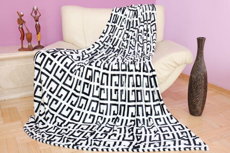 Dekoracyjny koc w kolorze biało czarnym