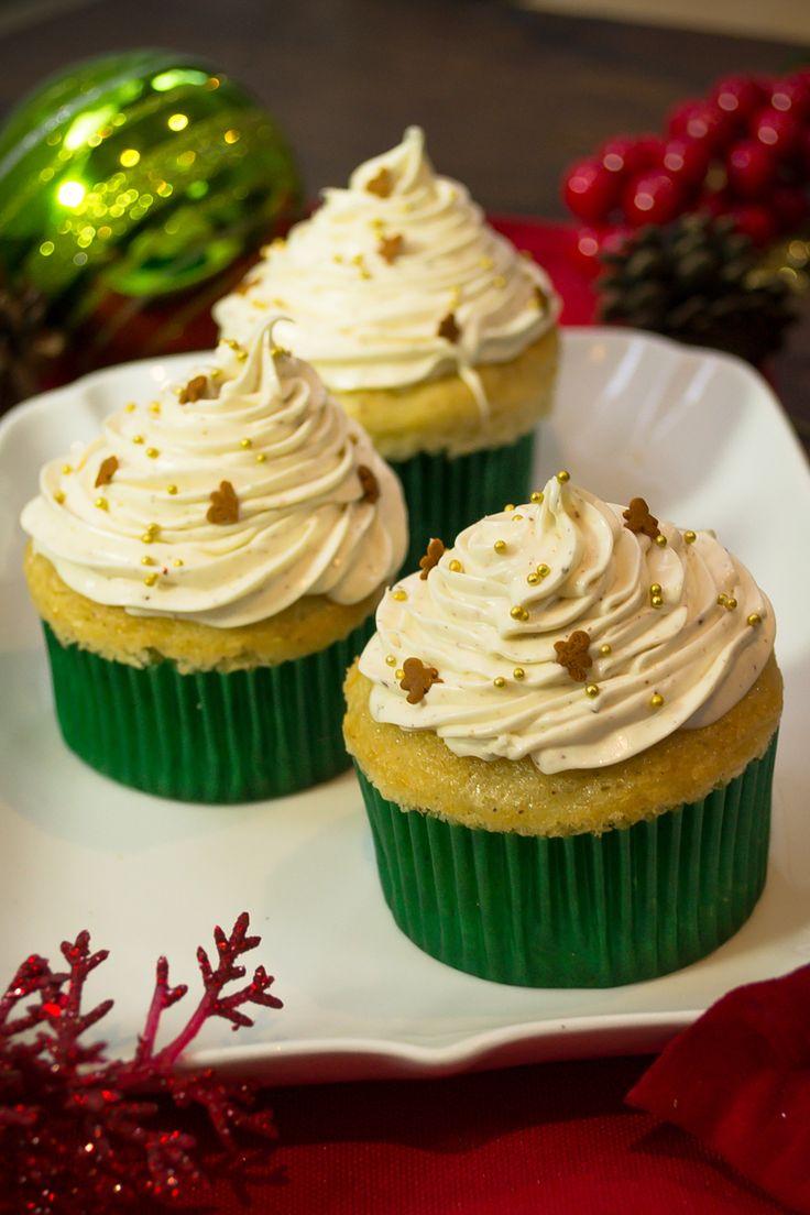 Los cupcakes de galletas de jengibre son una opción diferente y deliciosa a las clásicas madalenas. Son cupcakes con sabor a galleta de jengibre y con un delicioso glaseado de vainilla.