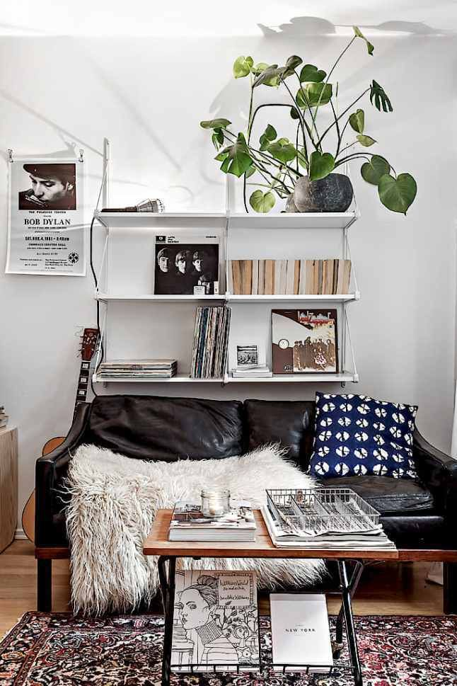 Thinking about wall decor for your small living room apartment? This place is small but trendy! Check it out!