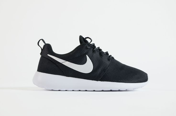Nike - Roshe One Women (Black/ Metallic Platinum White)
