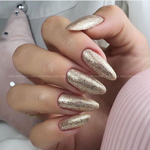 Gorgeous Winter Nail Colors And Design Ideas Page 33 With Images New Years Eve Nails Gold Nail Designs Gold Nails