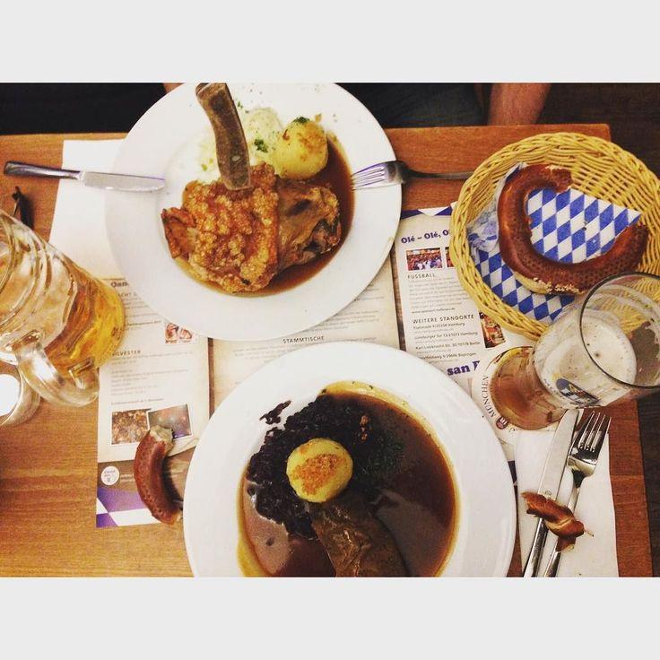 München style in Hamburg  mit @gallegod680 #deutschland #hofbrauhaus #bayernstyle #haxe #rouladen #weissbier #germany #alemanya #lecker #yummy by merceaymat #haxenhaus #people #food
