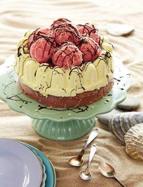 Islagkage med chokolade, pistacie og jordbærsorbet