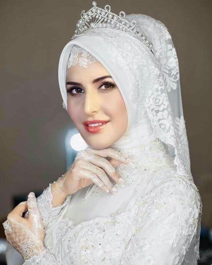 Pin By Mona Inc On Hijab Beauty In 2020 Muslimah Wedding Pakistani Bridal Wear Katrina Kaif Photo