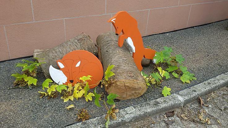 #Fuchs #Holzfiguren #Garten #Deko  Fuchssilhouette aus alter Holzplatte ausschneiden, bemalen, aufstellen.