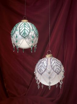 Russian leaves - Featured in the December 2002 issue of Bead Magazine. Designed by LouAnn Hall.