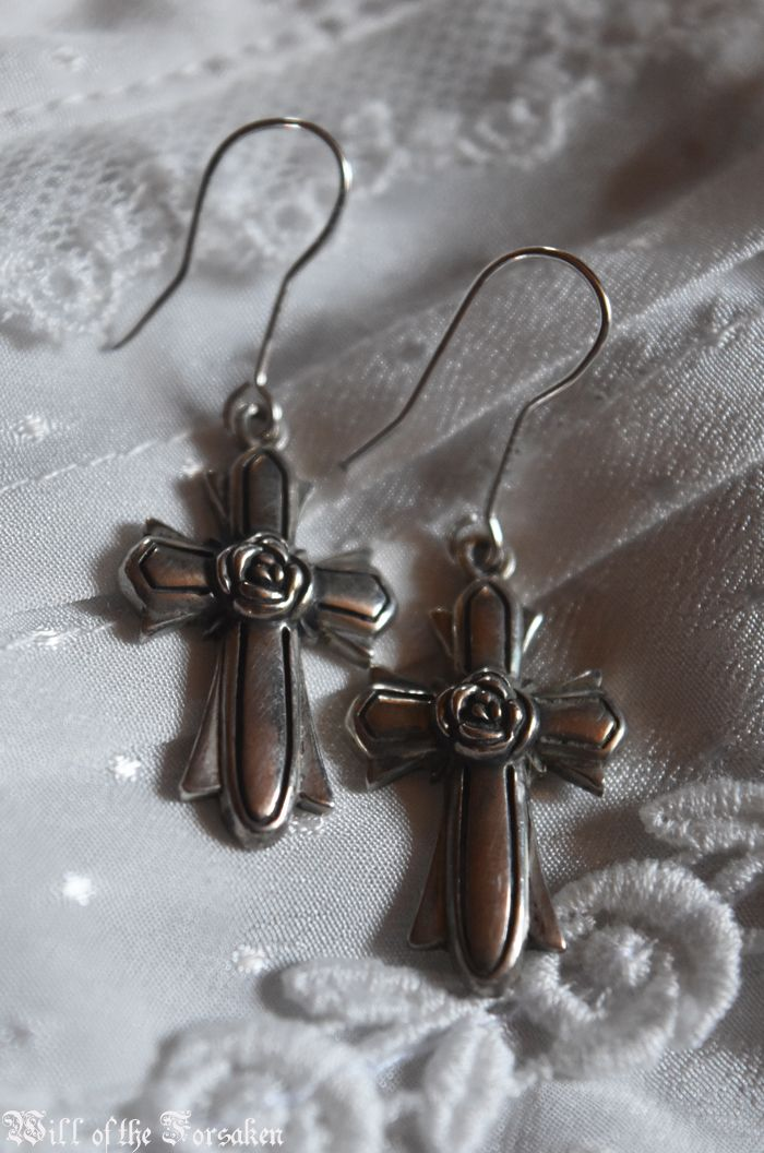 Moi meme Moitie Cross Earrings Egl Gothic Lolita