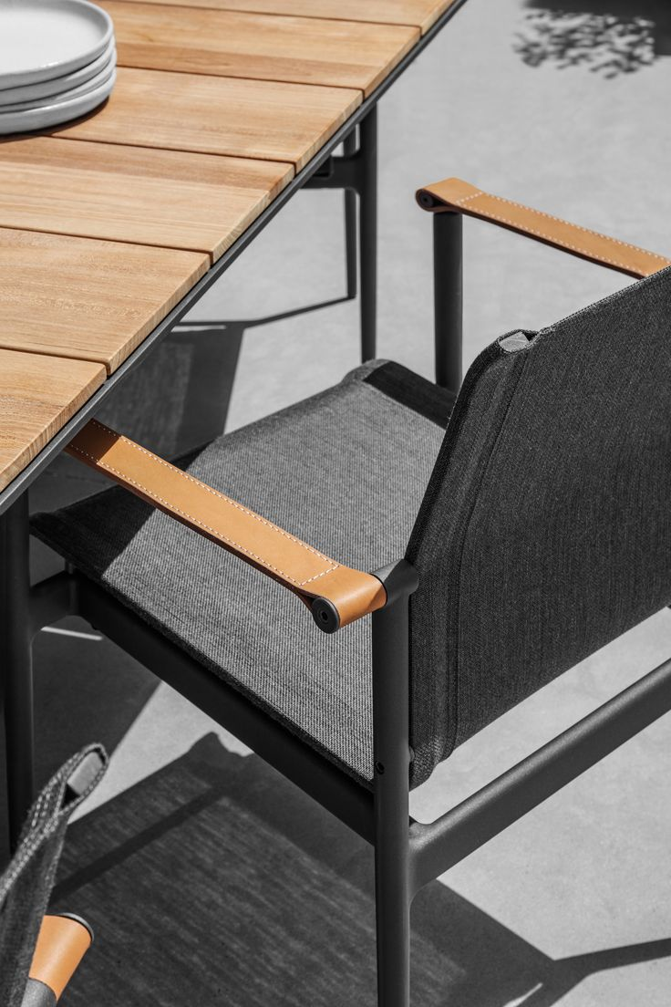 GLOSTER 180 Chair | Carver Table