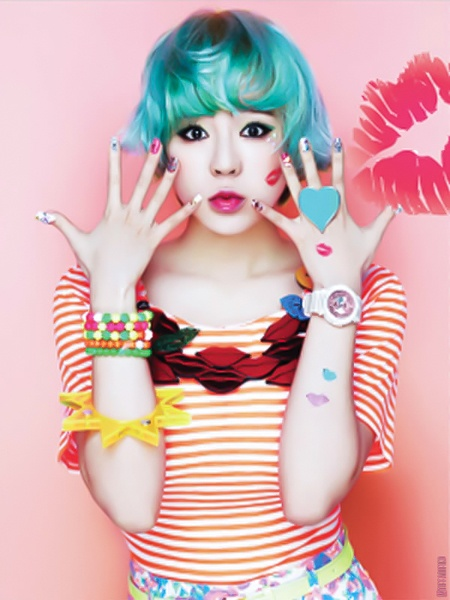 Personally I didn't think blue hair suited her. Blonde short hair suits her, but long brown hair suits her even more :P