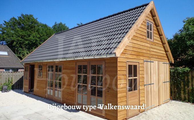 Www.jaro-houtbouw.nl 0341-759000 prachtige garage Valkenswaard. Deze garage gebouwd voor een opdrachtgever in Valkenswaard. Model Valkenswaard is uitgevoerd in Geimpregneerd Lariks potdekselwerk van zweeds rabat. Het pannendak met de zinken goten maken dit tot een exclusief geheel. Ook mogelijk om als vakantiewoning of mantelzorgwoning toe te passen.