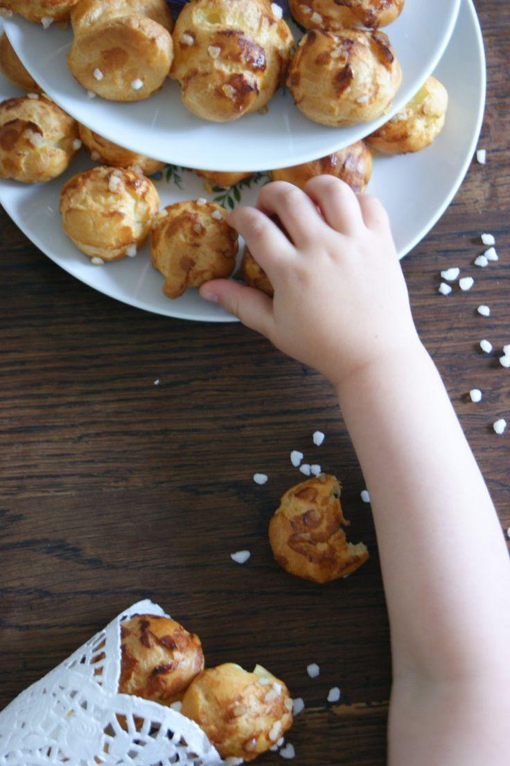 Recette chouquettes: Je me demande ce que je préférais enfant, les chouquettes ou croquer le sucre perlé tombé au fond du sachet...