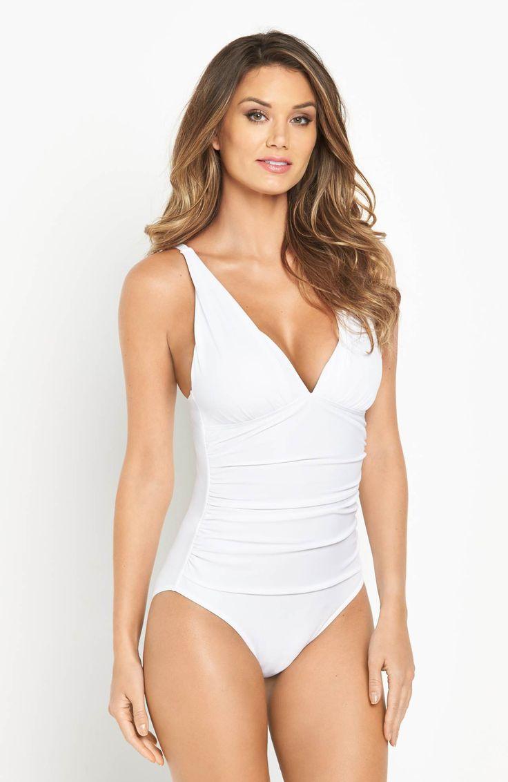 Kostium kąpielowy marki V by Very. Modny fason z efektownie wykończonym przodem. 135 zł na http://www.halens.pl/moda-damska-moda-plazowa-stroje-kapielowe-5785/kostium-kapielowy-controlwear-577347?variantId=577347-0002&imageId=406264