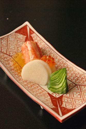Sunomono, a traditional Japanese Vinegared Salad Dish served as an appetizer (Snow Crab Leg, Ikura Salmon Roe, Nagaimo Japanese Yam, Cucumber) の物