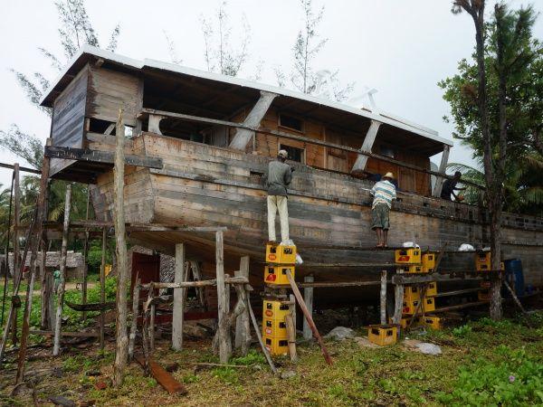 Ship building near fampotakely 012.jpg