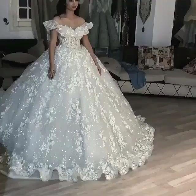 Luxurious ball robe wedding ceremony costume