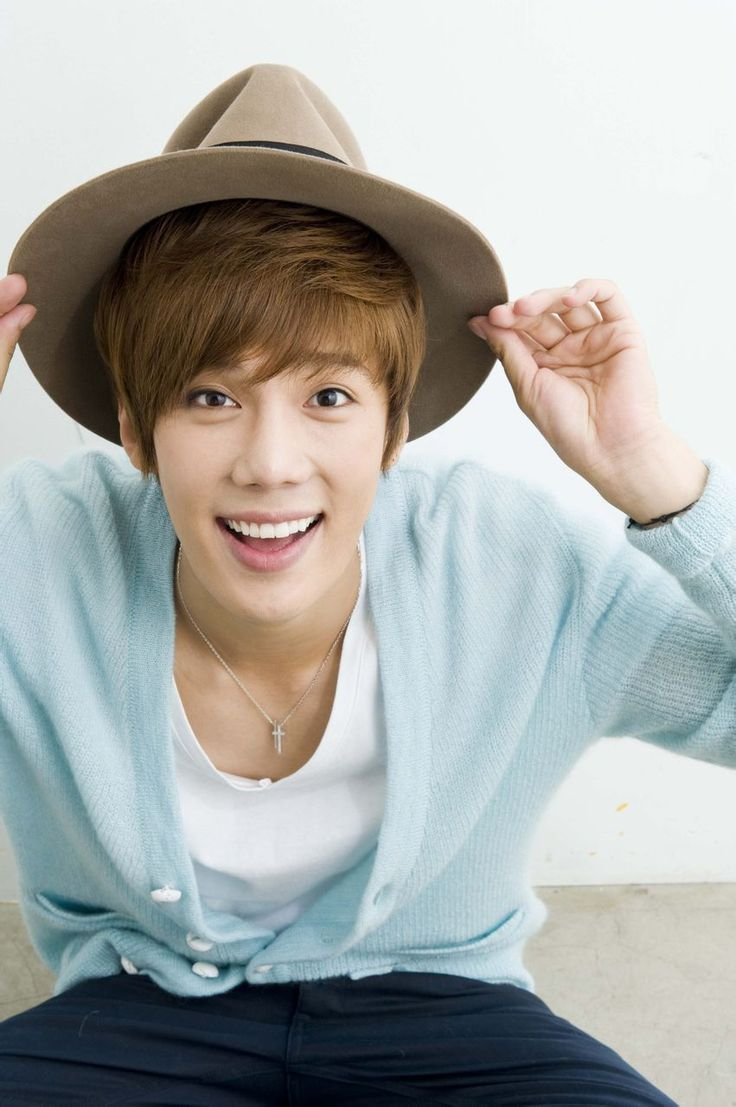 Park Jung Min from SS501 - Fell in love with his smile after watching Fondant Garden. :)