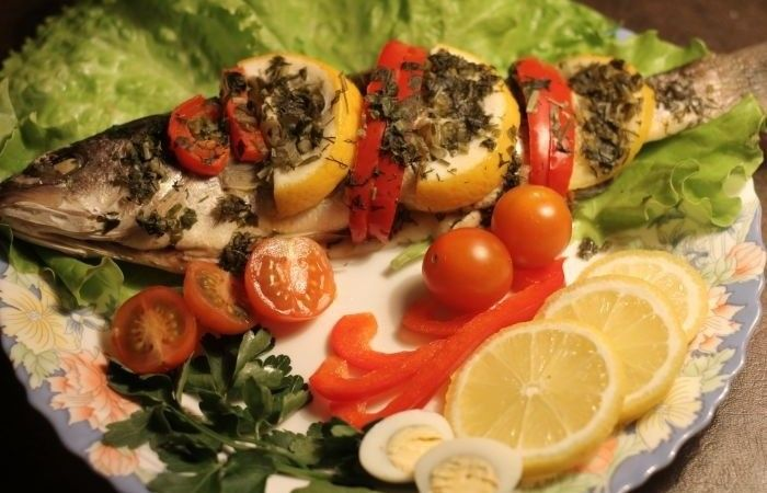 Сибас, запеченный в фольге с овощами http://mirpovara.ru/recept/2792-sibas-zapechennyj-v-folge-s-ovoshchami.html  Сибас - довольна интересная рыбка, по вкусу напоминающая дорадо, но обладающая более сочным мясом. Р...  Ингредиенты:  • Сибас - 4шт. • Перец болгарский красный - 2шт. • Лимон - 1шт. • Петрушка - 1пуч. • Соль - по вкусу • Перец черный молотый - по вкусу • Специи для рыбы - по вкусу  Смотреть пошаговый рецепт с фото, на странице…