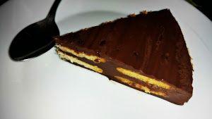Si buscas una tarta para hacer en un cumpleaños, ¡con esta de chocolate y galleta triunfarás!