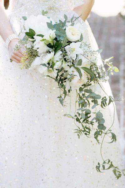 green + white cascade bouquet | Elisabeth Millay #wedding
